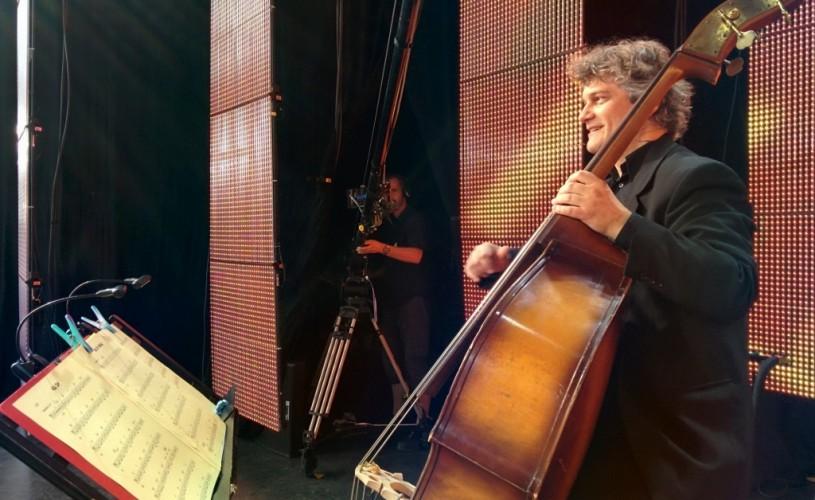 Cel mai mare basist român – Decebal Bădilă – cântă jazz cu Big Band-ul Radio