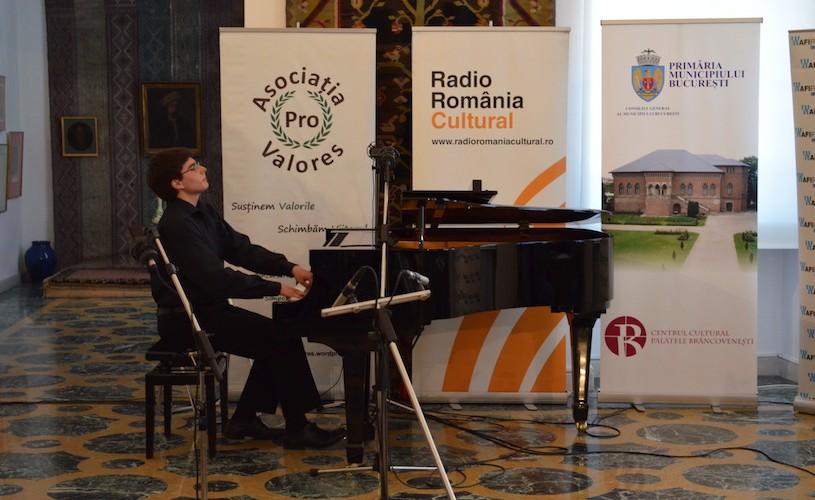 """Laureații concursului """"DRUMUL SPRE CELEBRITATE"""", pe scena Sălii Radio"""