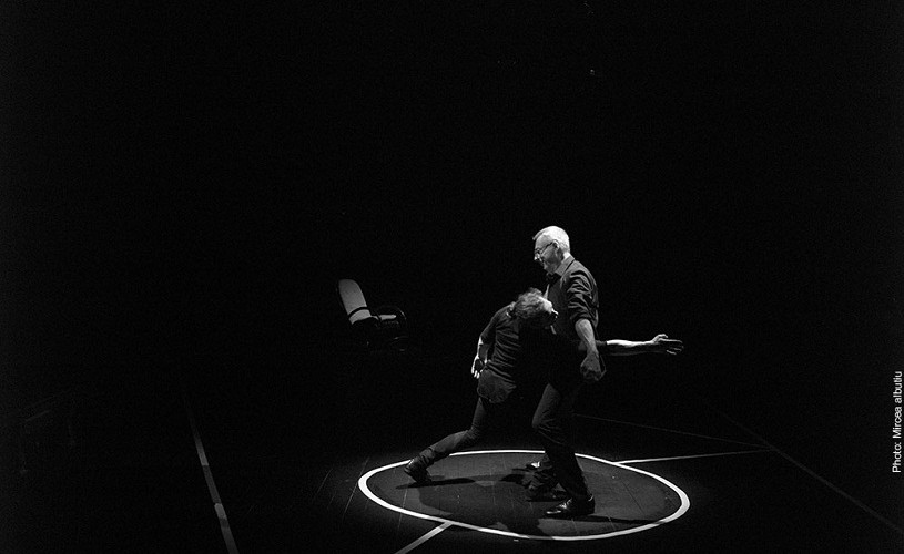 """""""L'Om  DAdA"""", Gigi Căciuleanu, inspirat de Tristan Tzara – Imagini de la premieră"""