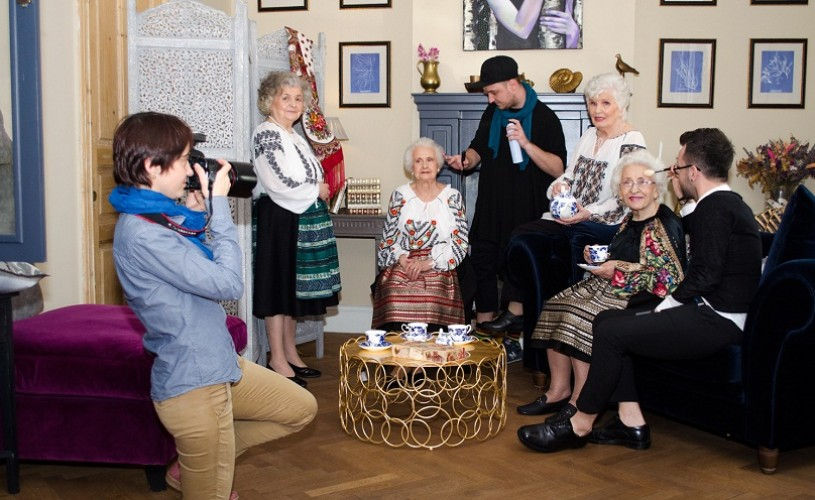 Pictorial inedit: 4 modele 75+ atrag atenția asupra situației vârstnicilor din România