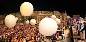 Acrobații și artificii la B-FIT in the Street!