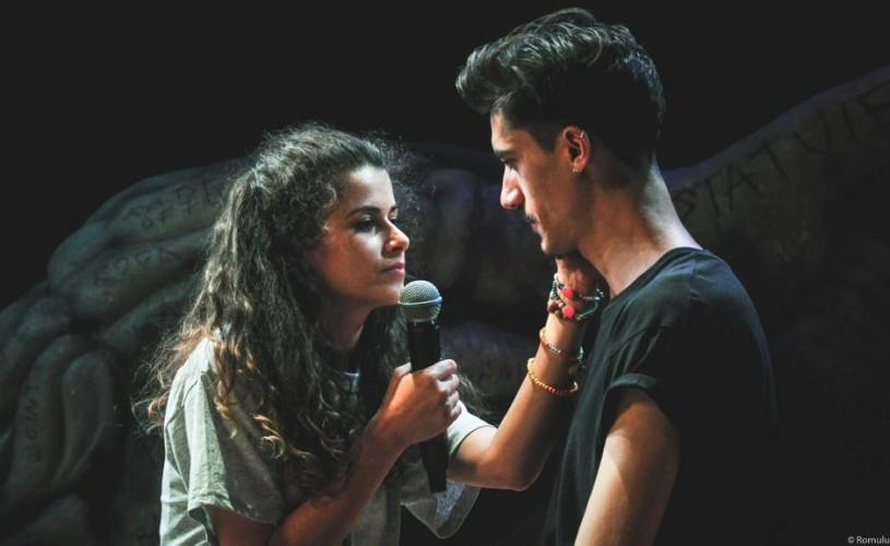 """With A Little Help From My Friends"" – un spectacol despre adolescență, la Teatrul Excelsior"