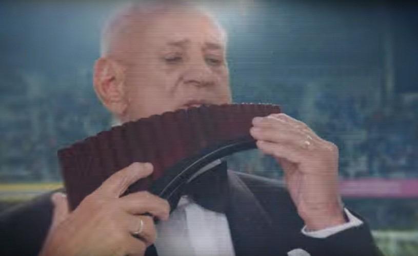 Gheorghe Zamfir, Florin Călinescu şi Bebe Cotimanis cântă imnul oficial al suporterilor