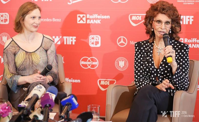Sophia Loren: Nu te gândeşti niciodată că eşti o celebritate