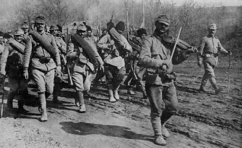 """""""Pe urmele eroilor din Primul Război Mondial"""" – expoziție de fotografie"""