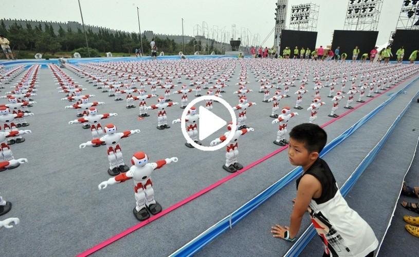 Peste 1000 de roboţi au dansat simultan pentru Cartea Recordurilor