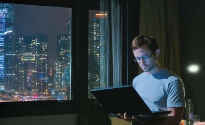 """""""Snowden"""". Sau cum să faci un thriller despre trezirea conştiinţei"""