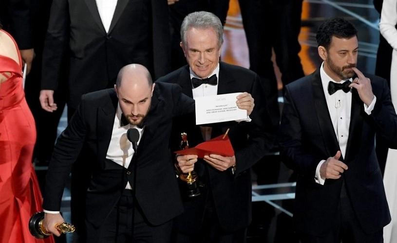 OSCAR 2017. Moonlight, cel mai bun film al anului, după ce La La Land fusese anunţat câştigător…