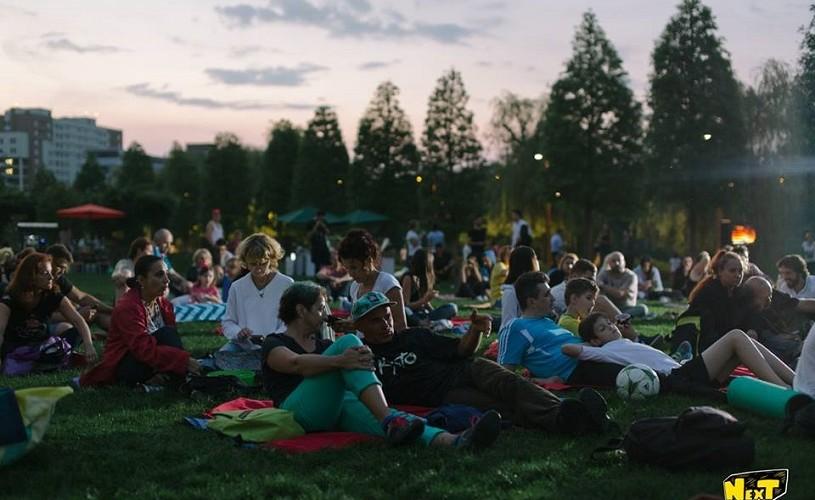 Caravana Filmelor NexT pregătește 21 de seri de picnic și cinema sub clar de lună