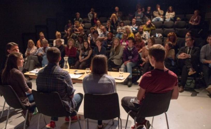 Ateliere pentru tineri critici la Iași