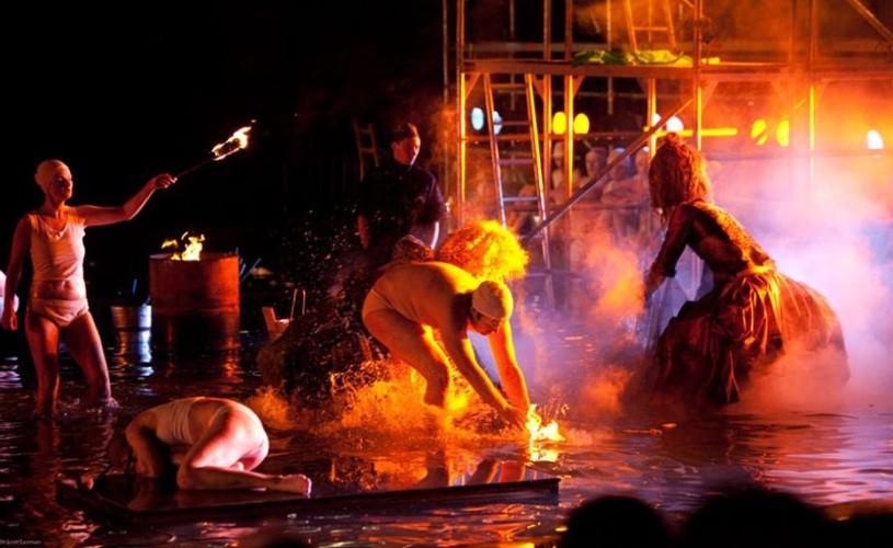 """Metamorfoze la malul mării, la cea de-a doua ediție a Festivalului Internațional de Teatru """"Miturile cetății"""""""