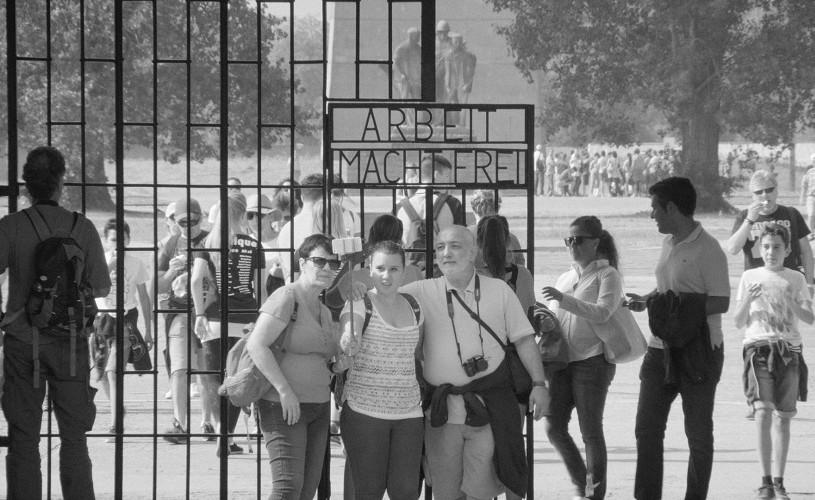 """Turismul în fostele lagăre de concentrare. """"Austerlitz"""" din 10 noiembrie în cinematografe"""