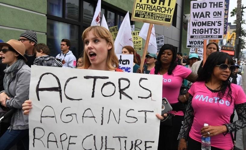 Sute de persoane au mărșăluit duminică la Hollywood în sprijinul victimelor hărțuirii sexuale. #MeToo
