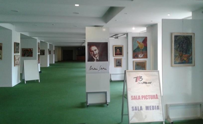 """Expoziții la sfârșit de an la Teatrul Național """"I.L.Caragiale"""""""