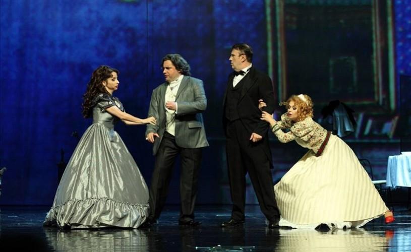 """Spectacol de sfârșit de an la Operetă: """"Liliacul"""" de Johann Strauss"""
