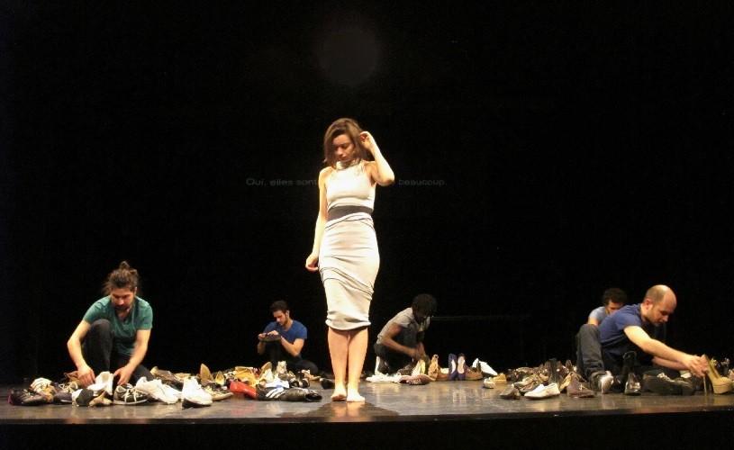 Curiosul caz al artiștilor români care fac la Paris un teatru cum n-a văzut Parisul