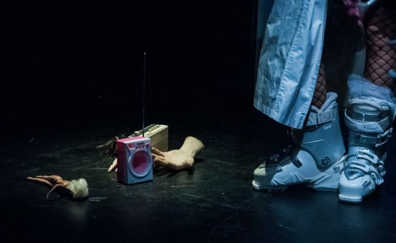 """One woman show-ul """"O femeie singură"""" cu Andreea Bibiri, selectat la FITN Arad"""