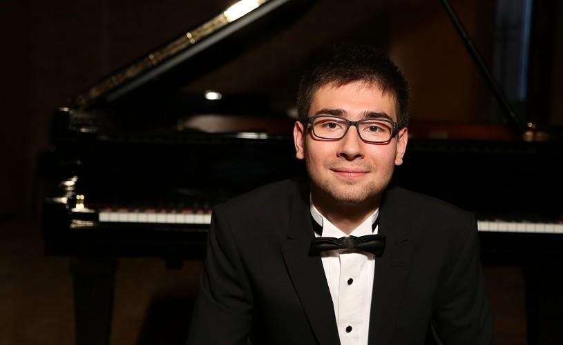 """Mihai Diaconescu, pianist: """"Am fost mult mai des invitat să cânt în afara țării"""""""