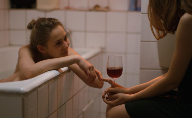 Câteva conversații despre o fată foarte înaltă, din 22 iunie la cinema