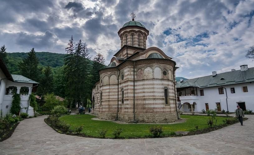 630 de ani de la sfinţirea Mănăstirii Cozia– minune a Evului mediu românesc