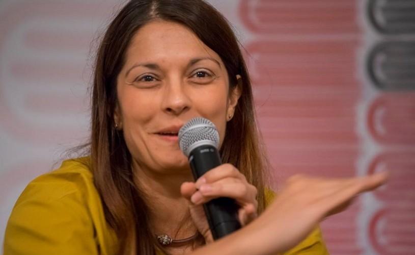 """Corina Oproae, poetă: """"Pentru mine, Bucureștiul este un oraș literar"""""""