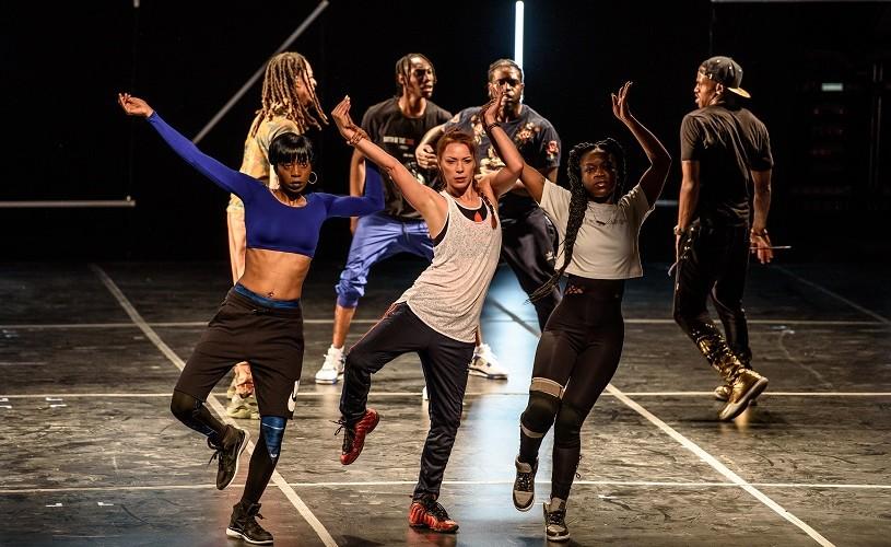 """The American Dance Show. Flexing sau conectarea la realitate prin """"rupere de oase"""""""