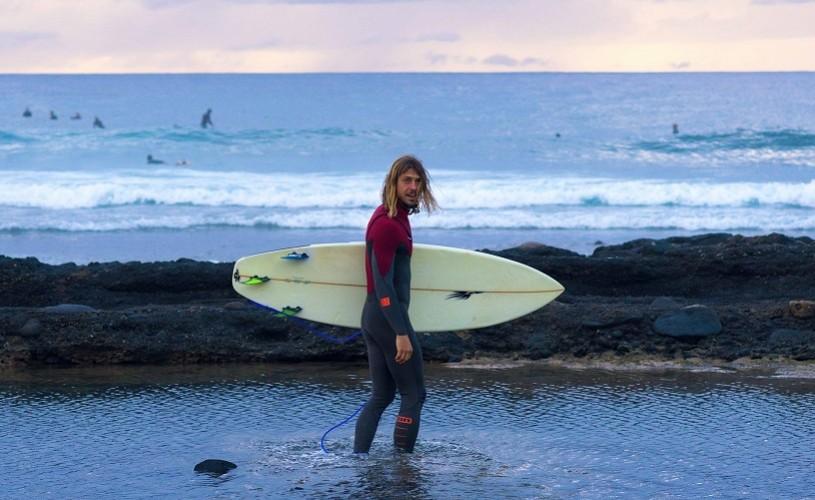 Tiberiu Balica – viața unui prof de surf sau cum să urmărești vara în jurul lumii