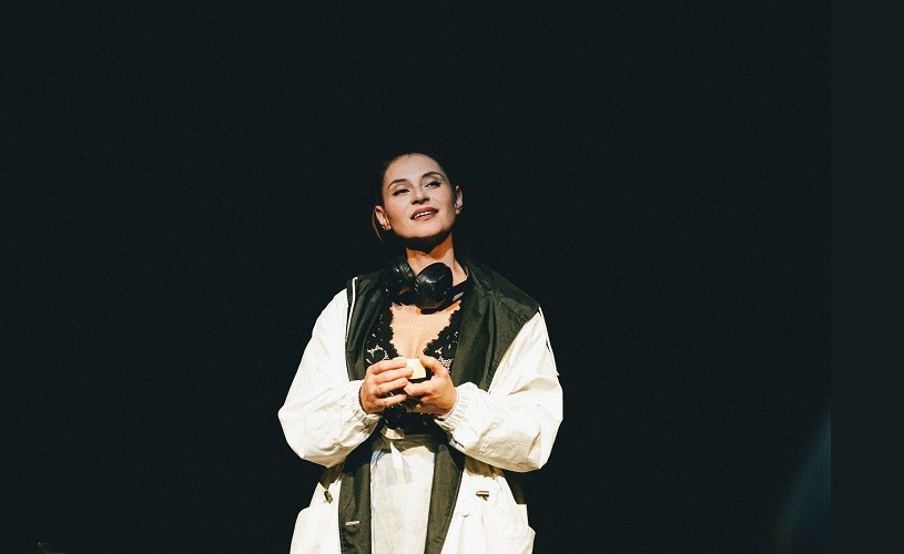 """""""O femeie singură"""", cu Andreea Bibiri – pe 8 iulie, la Festivalul Internațional de Teatru Turda"""