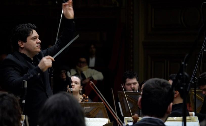 """Cristian Măcelaru și Orchestra Națională Simfonică a României deschid Festivalul """"Enescu și muzica lumii"""" de la Sinaia"""