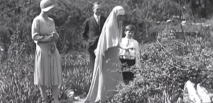 METROPOLIS VIRAL: Regina Maria & Regele Mihai în curtea Castelului Bran