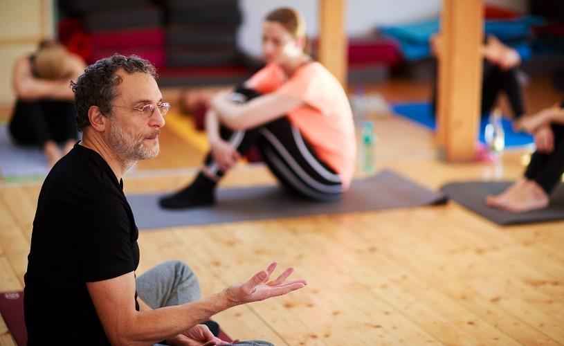Carlos L'Abbate. Ce e yoga, cum să nu-ți irosești viața, de ce suntem cerșetori de fericire