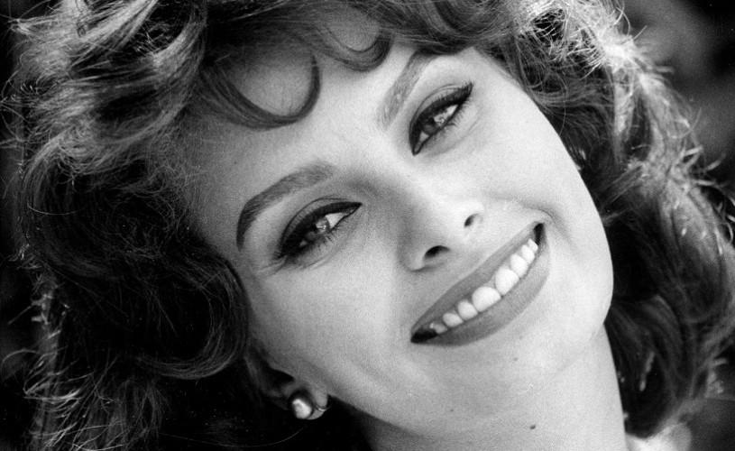 Sophia Loren, în 17 fotografii alb-negru. Legendara actriță a împlinit 84 de ani!
