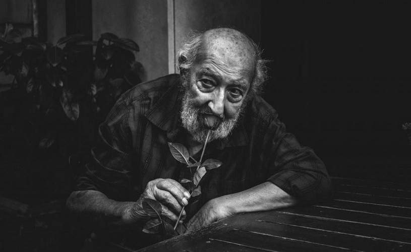 """Ara Güler, """"Ochiul Istanbulului"""", a murit la vârsta de 90 de ani"""