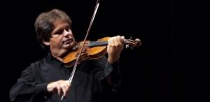 Gabriel Croitoru cântă pe vioara lui George Enescu, la Sala Radio