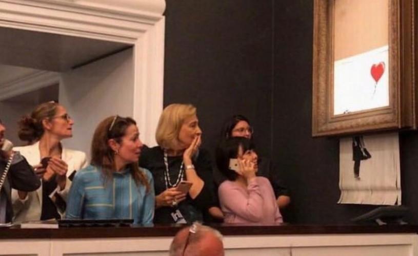 """Momentul în care """"Girl With Balloon"""", lucrarea lui Banksy, s-a autodistrus după adjudecare"""