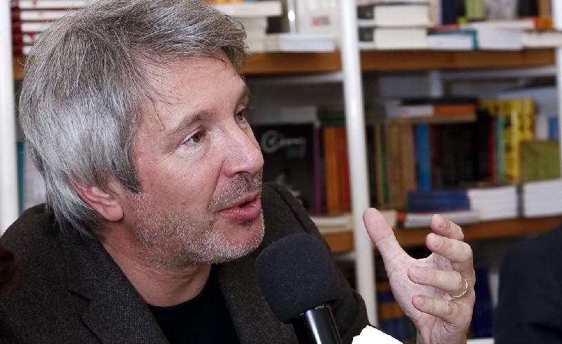 """Éric Vuillard: """"O literatură care scoate din ecuație banii în zilele noastre ar fi o simplă fabulație"""""""