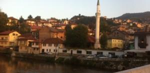 Sarajevo, un spectacol cu flăcări, răni și aromă de cafea
