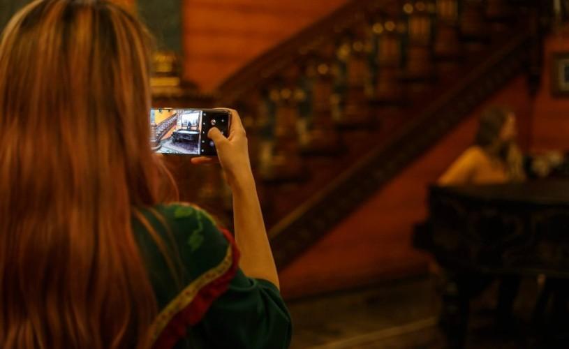"""Patrimoniu cultural+millenials = proiectul Cronicari digitali. """"Un selfie al unei generații făcut cu istoria pe fundal"""""""