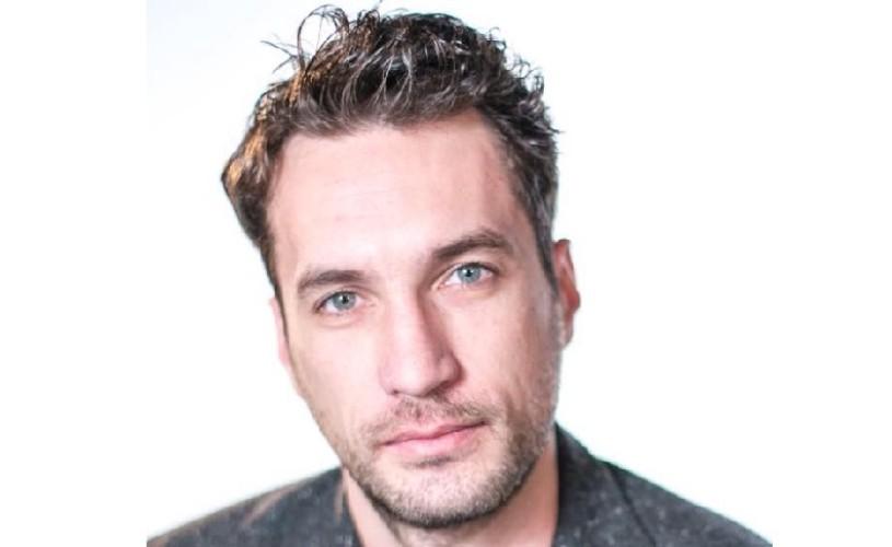 """Valentin Florea, actor: """"Mă uit în jur și văd că e tot mai greu pentru tineri"""""""