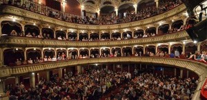 Ghid de bună purtare la teatru. 10 lucruri pe care nu trebuie să le faci