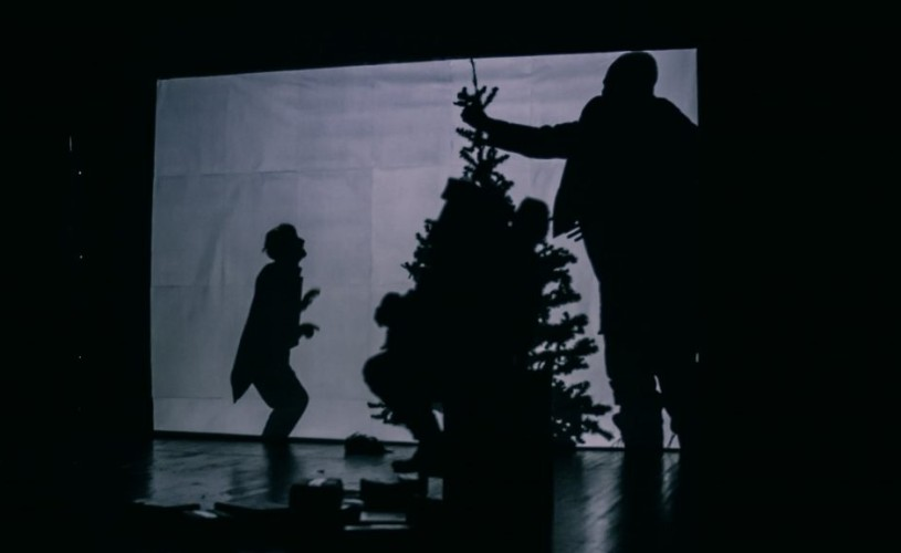 """""""Crăciunul președintelui"""" (Rm. Vâlcea). Teribil de comică e farsa puterii, și doare rău"""