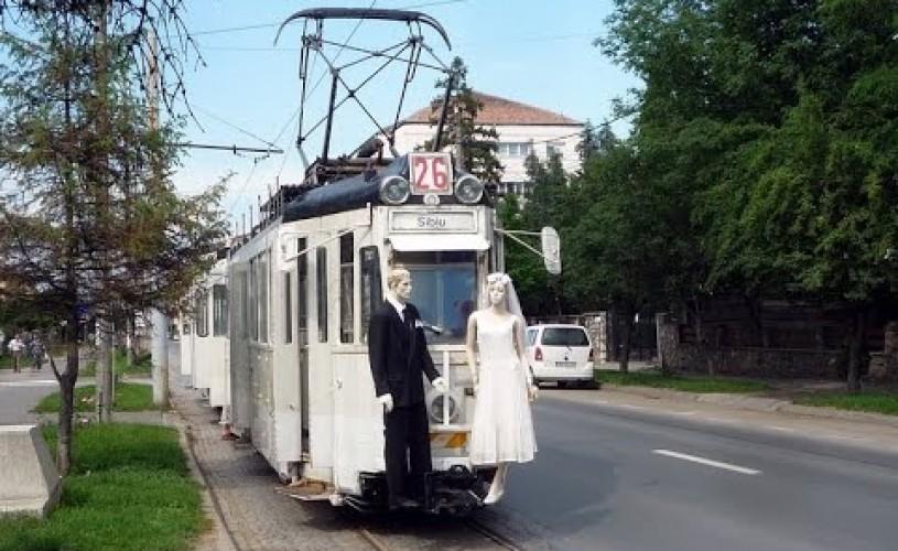 """FITS 2019. """"Un tramvai numit Popescu"""": o călătorie pe șine prin poezie, iubire și moarte"""
