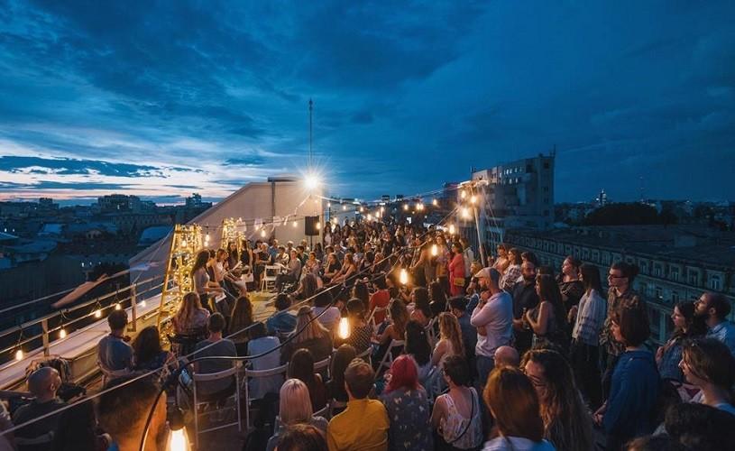Nocturne de Poezie contemporană, pe terasa blocului Magheru One