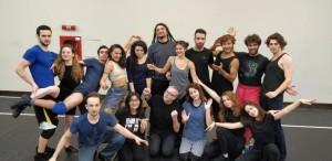 ON THE ROOF. Gigi Căciuleanu printre Bufoni și Actori la Amfiteatru TNB