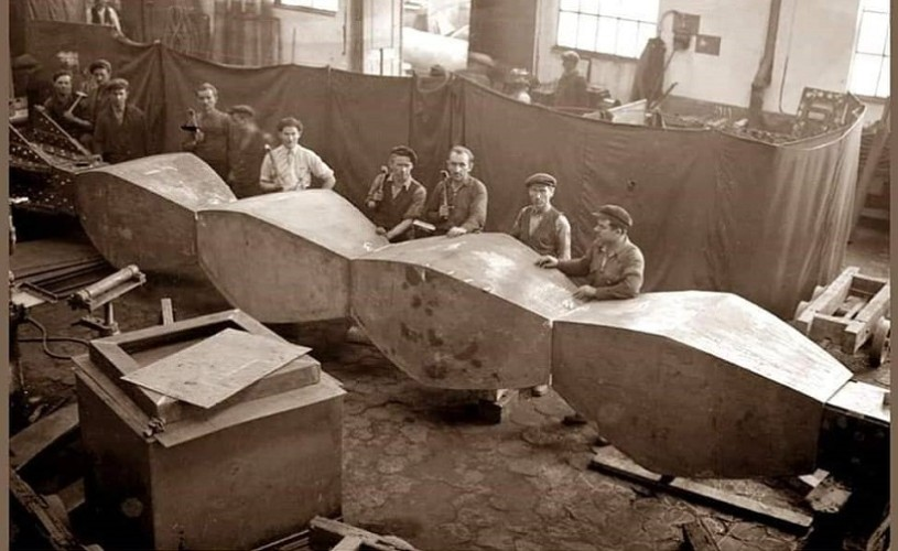 Undeva, cândva… Construcția Coloanei Infinitului (imagini rare)
