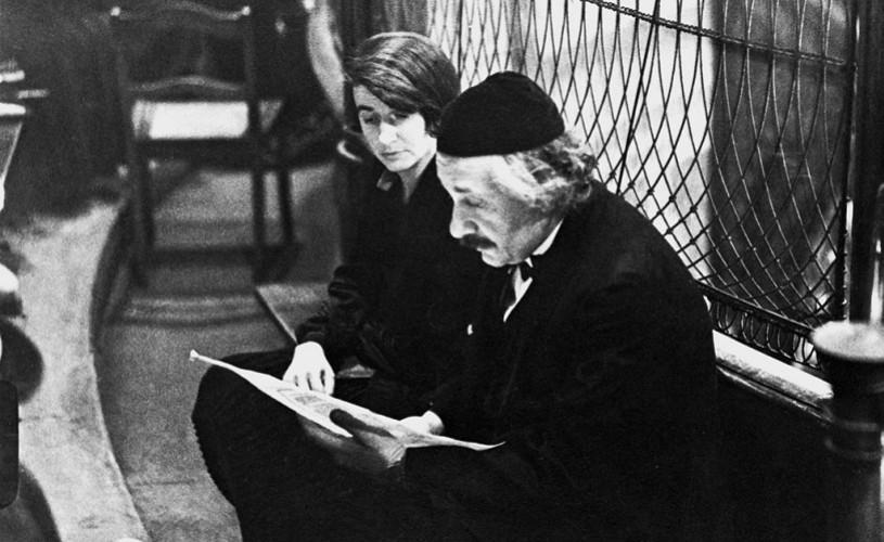 """""""Alo? Albert Einstein la telefon"""",  povestea omului din spatele mitului celui mai cunoscut fizician al secolului trecut"""