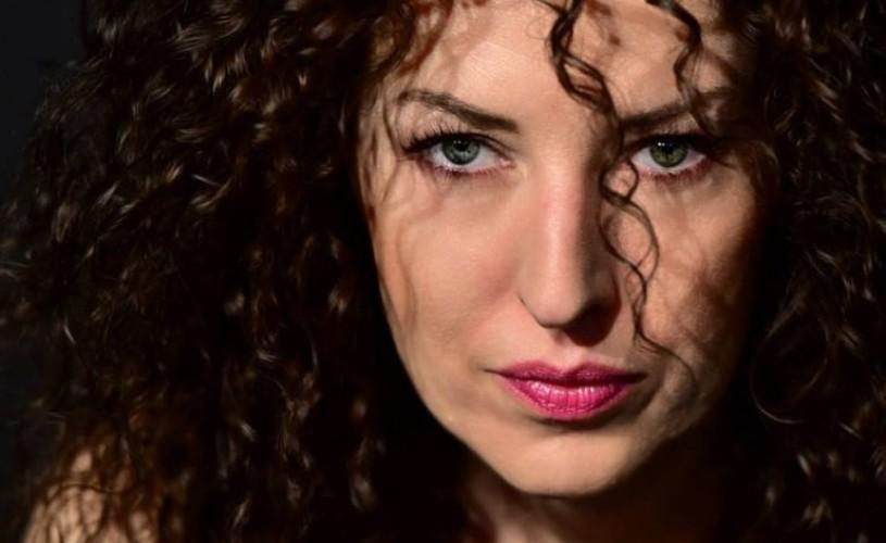 """Marcela Motoc, actriță: """"Deși joc într-un singur spectacol la Teatrul Metropolis e ca și când aș juca în trei"""""""