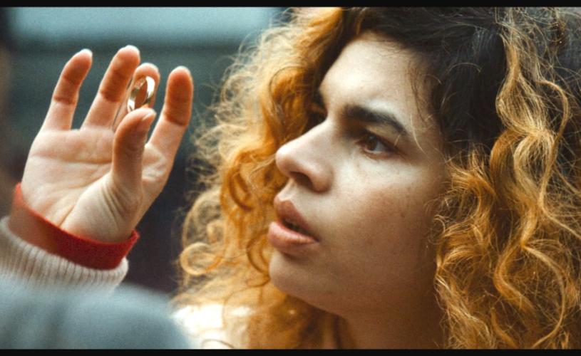Istoria sclaviei romilor povestită de prima regizoare de etnie romă, Alina Șerban