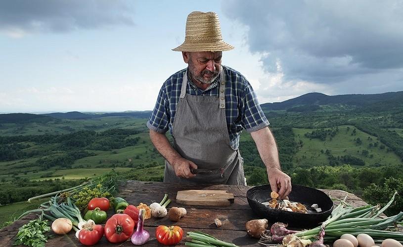 """Un nou album de fotografie semnat de Răzvan Voiculescu: """"Bucătăria Hoinară se întoarce"""""""