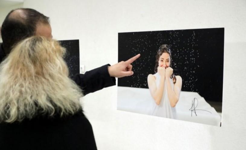 Actorii TNB fac fapte bune prin intermediul unei expoziții de fotografie